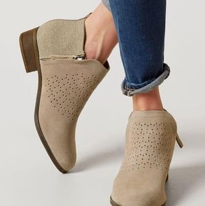 Tom's ankle boots 9.5 W